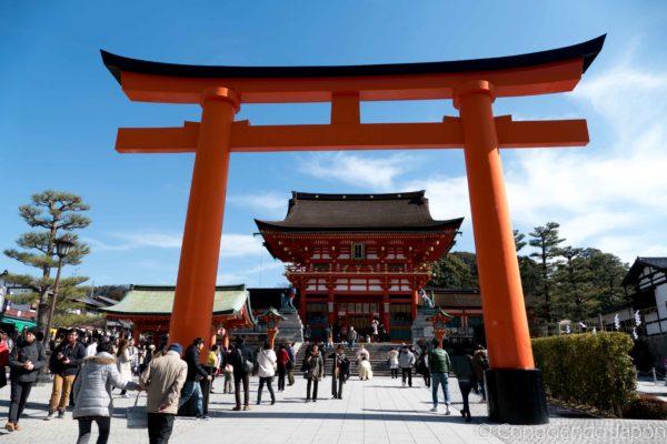Torii de la entrada al templo Inari Taisha