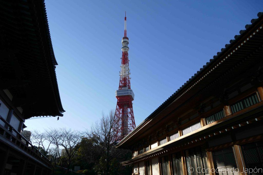 Vista de la Torre de Tokio desde el Templo Zozoji