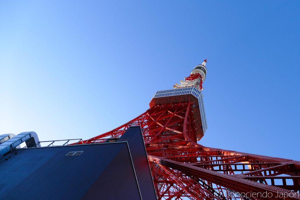 Torre de Tokio desde abajo