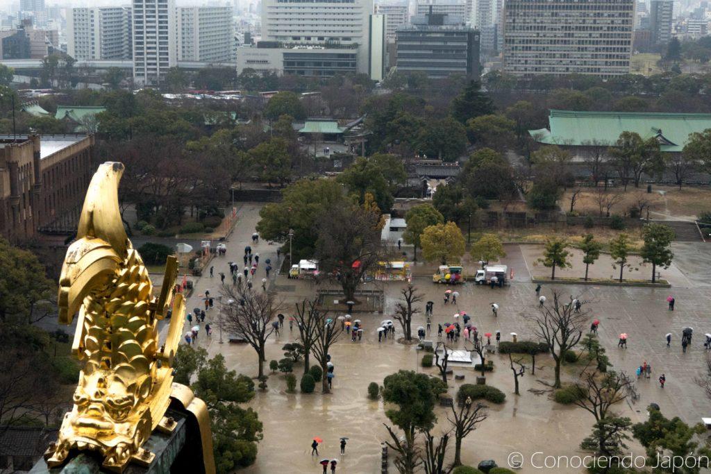 Vista lluviosa desde el castillo de Osaka