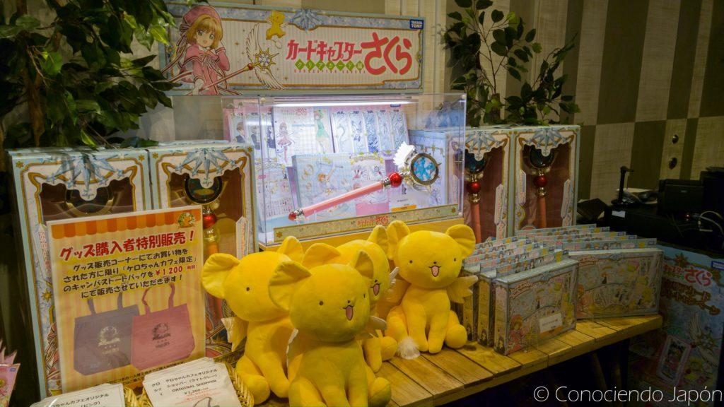 Merchandising en el Kerochan cafe, Tokio